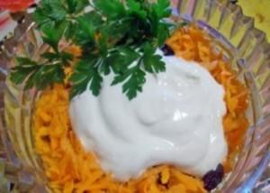 фото: салат из моркови со сметаной